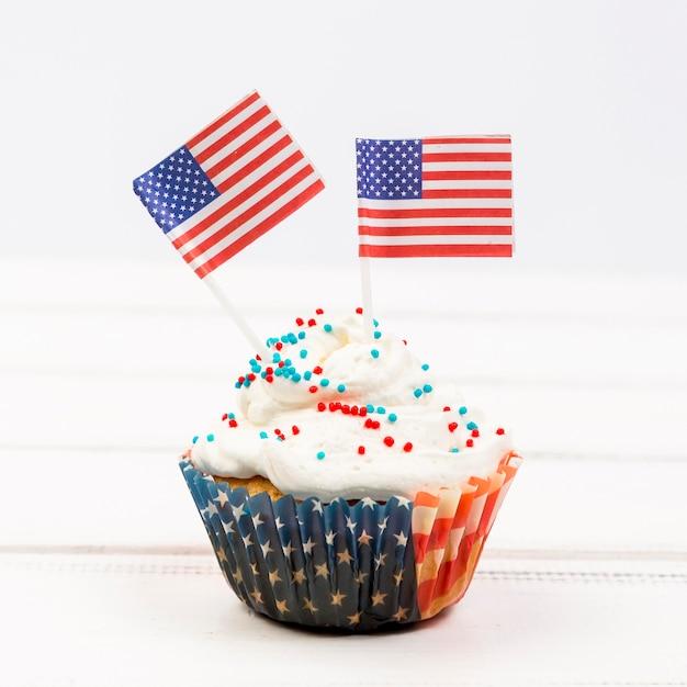 Cupcake decorado com bandeiras americanas Foto gratuita