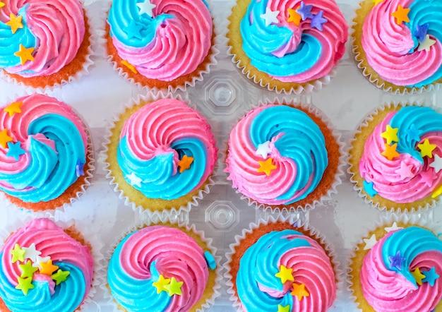 Cupcakes cute unicórnio para festa de aniversário de crianças Foto Premium