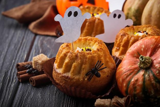 Cupcakes de abóbora de halloween. foco seletivo Foto Premium