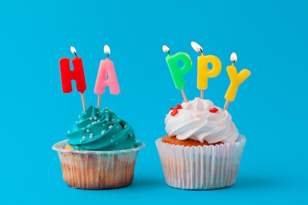 Cupcakes de feliz aniversário Foto Premium