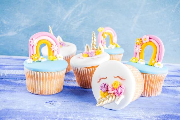 Cupcakes de unicórnio fofo Foto Premium