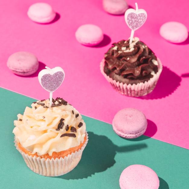 Cupcakes e macarons Foto gratuita