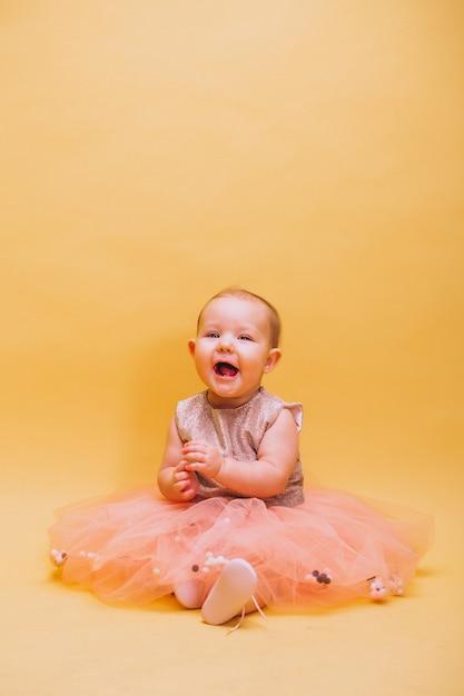Cute, toddler bonito, em, vestido Foto gratuita