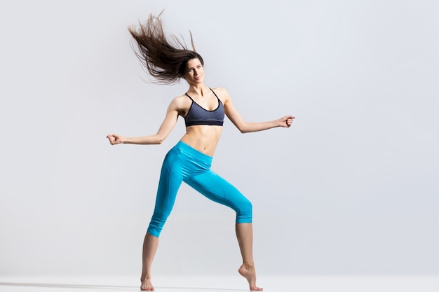 Dança esportista flexível Foto gratuita