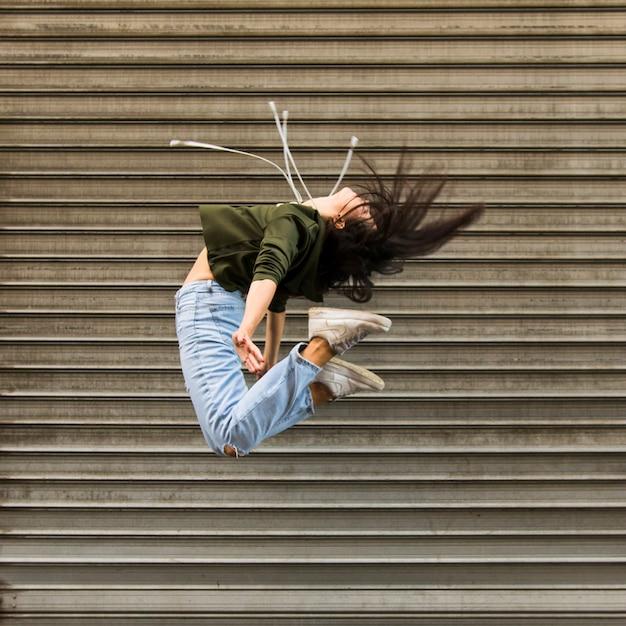 Dançarina de rua Foto gratuita