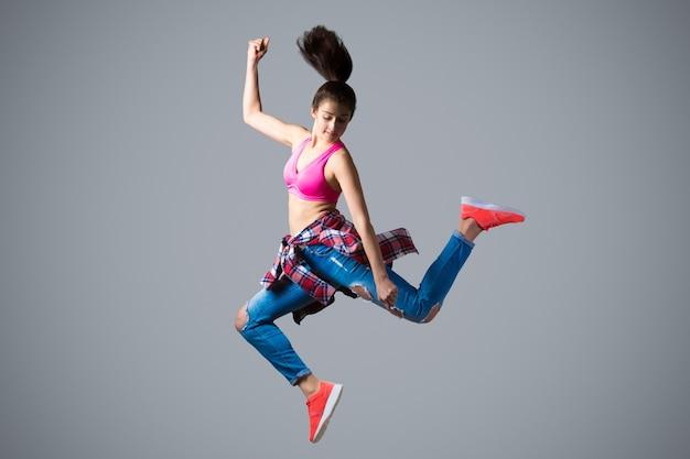 Dançarino em alto salto Foto gratuita