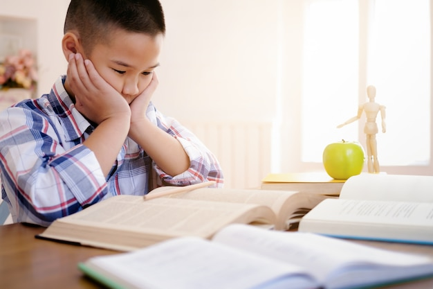 De volta à escola! educação e conceito de aprendizagem. Foto Premium