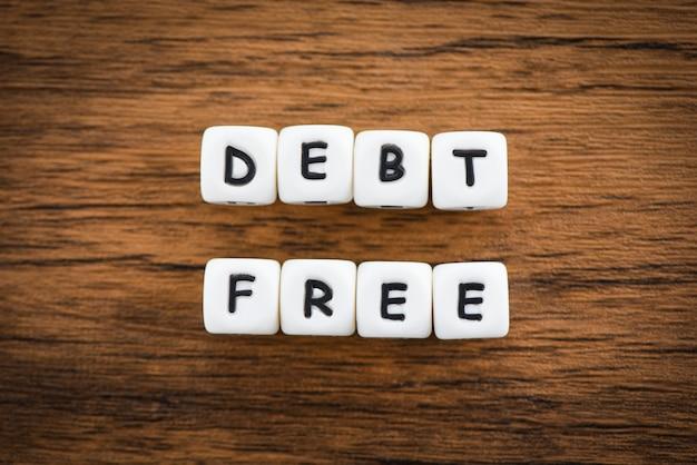 Débito livre - conceito do negócio para a liberdade financeira do dinheiro do crédito Foto Premium