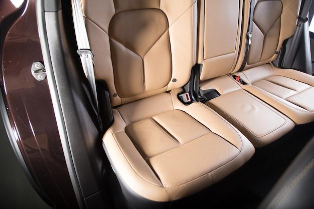 Decoração bege de interior de carro luxuoso Foto gratuita