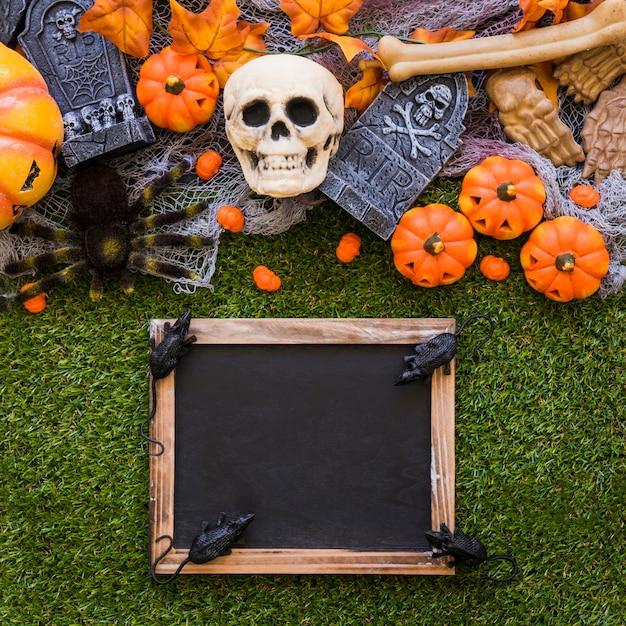 Decoração de ardósia de halloween com ratos Foto gratuita