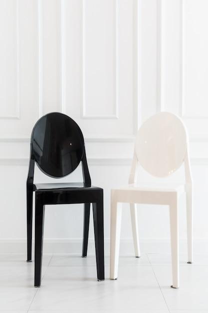 Decoração de cadeira vazia no interior da sala de estar Foto gratuita