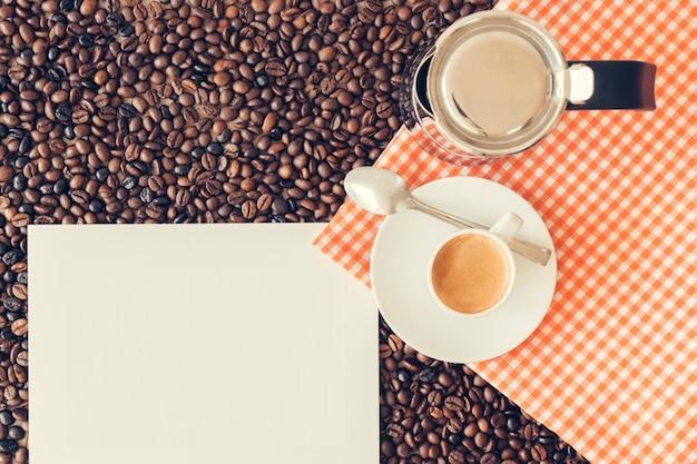 Decoração de café com página em branco Foto gratuita
