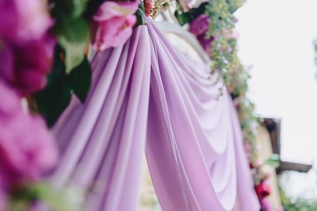 Decoração de casamento, flores e design floral no banquete e cerimônia Foto Premium