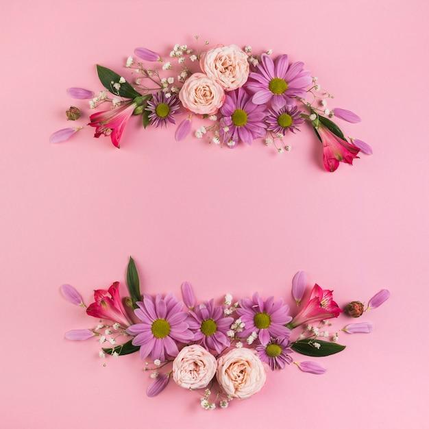 Decoração de flores coloridas em fundo rosa para pano de fundo festivo Foto gratuita