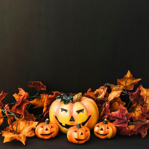 Decoraç u00e3o de Halloween com abóbora e folhas de outono Baixar fotos gratuitas -> Decoração Festa Folhas De Outono