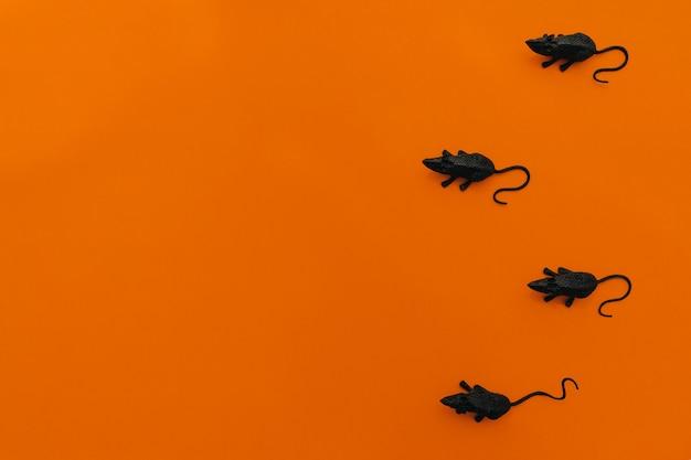 Decoração de halloween com quatro ratos Foto gratuita