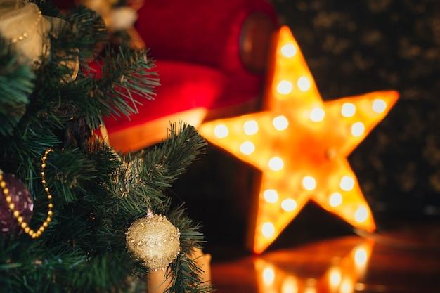 Decoração de natal em casa. ocasião de humor. ano novo Foto Premium
