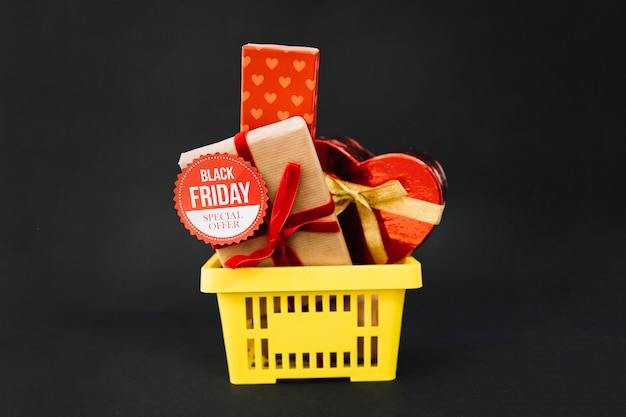 Decoração de sexta feira preta com caixas de presente Foto gratuita
