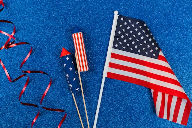 Decoração e fogos de artifício para o dia da independência Foto gratuita