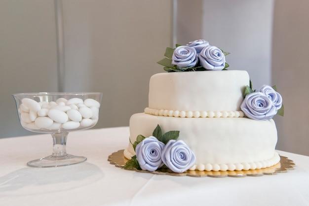 Decoração em uma mesa de casamento Foto Premium