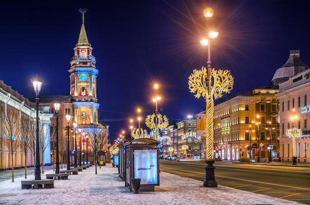 Decorações de natal em nevsky prospect em são petersburgo em uma noite de inverno Foto Premium