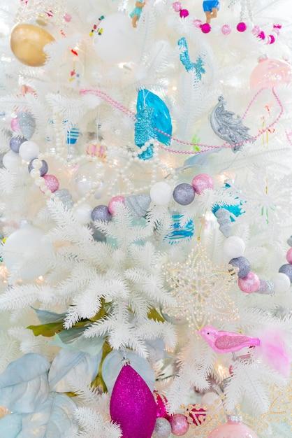 Decorações de natal nos ramos de abeto. feriado de natal. Foto Premium