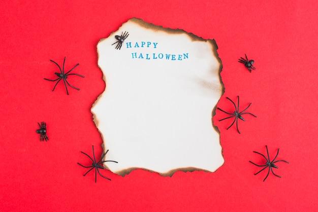 Decorando aranhas em torno de papel ardente Foto gratuita