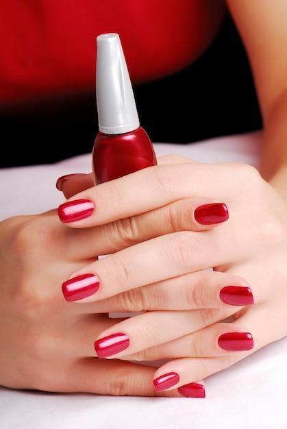 Dedos lindos e bem tratados Foto gratuita