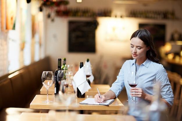 Degustação de vinho Foto gratuita