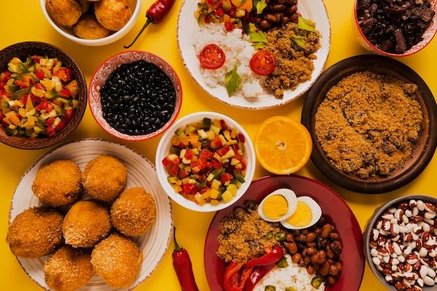 Deliciosa comida brasileira simples Foto gratuita