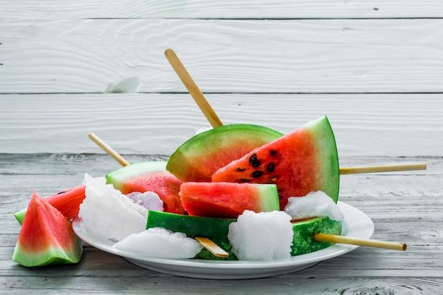 Deliciosa melancia. sorvete com melancia Foto gratuita