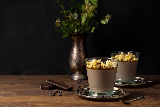 Deliciosa sobremesa de mousse de chocolate Foto gratuita