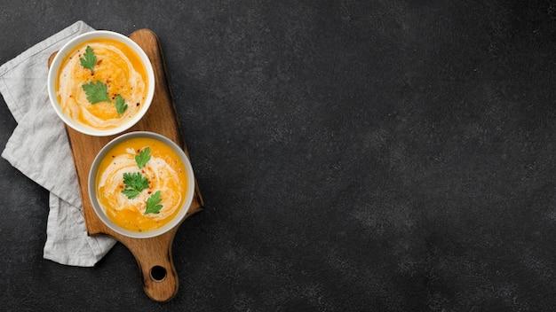 Deliciosa variedade de sopa de outono com espaço de cópia Foto Premium