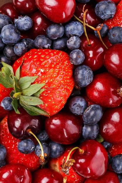 Deliciosas frutas na mesa Foto gratuita