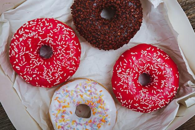 Deliciosos donuts Foto gratuita