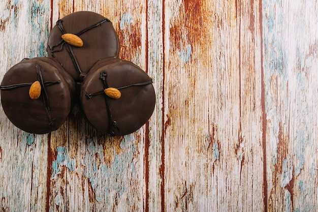 Deliciosos mini bolinhos de chocolate Foto gratuita
