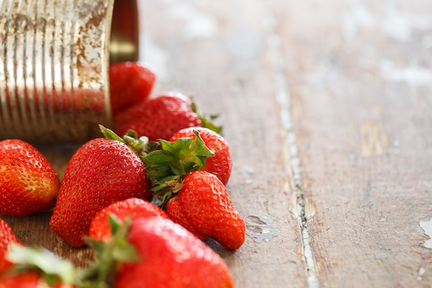 Deliciosos morangos em cima da mesa Foto gratuita