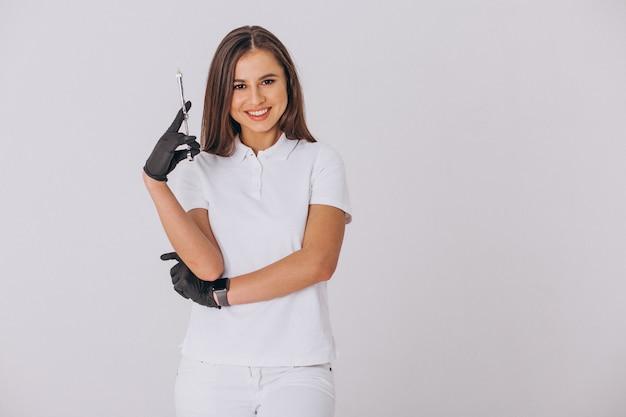 Dentista feminina com ferramentas de odontologia isolado Foto gratuita