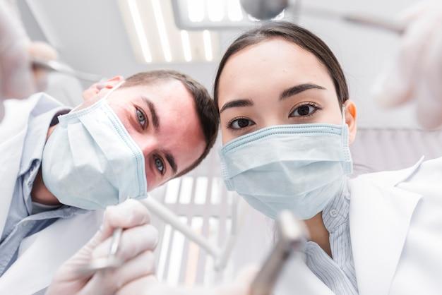 Dentistas da perspectiva do paciente Foto gratuita