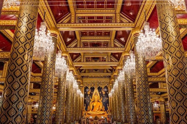 Dentro do templo dourado Foto Premium