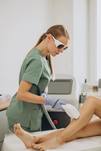 Depilação a laser, terapia de remoção de cabelo Foto gratuita