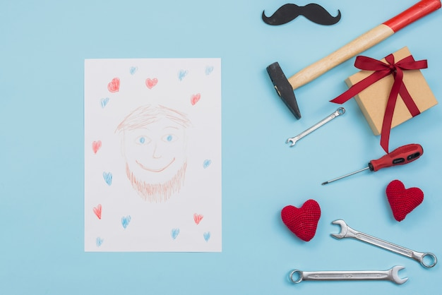Desenho, de, homem, com, ferramentas, e, caixa presente Foto gratuita