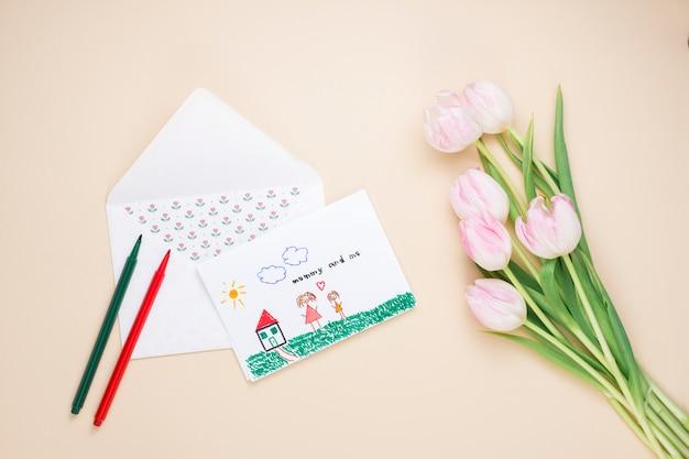Desenho, de, mãe criança, com, tulips Foto gratuita