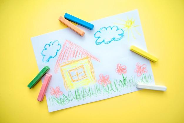 Desenho infantil com uma casa Foto Premium