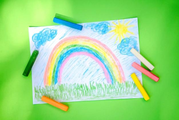 Desenho Infantil De Um Arco Iris Colorido Giz De Cera Foto Premium