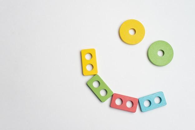 Desenvolvimento de crianças coloridas com círculo, squara, triângulo e retângulo Foto Premium