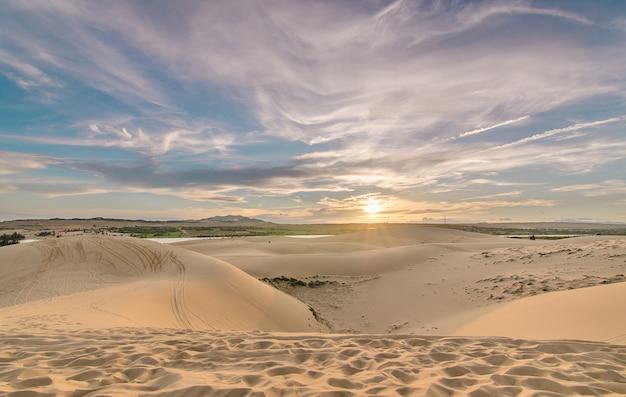 Deserto com céu azul. Foto Premium