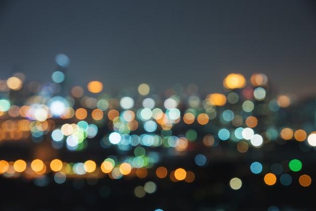 Desfocar a imagem da cidade à noite. tráfego urbano abstrata turva Foto Premium