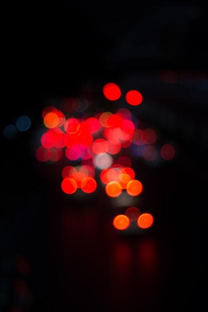 Desfocar a imagem da luz do carro e do tráfego no abstrato da cidade Foto Premium