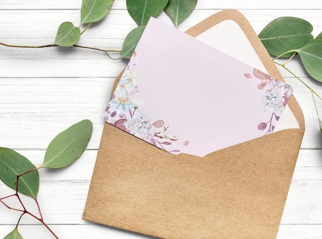Design de cartão de convite floral em branco Foto gratuita